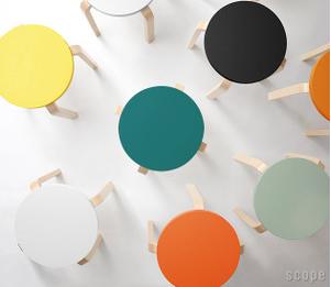 北欧家具の名作artek(アルテック)のスツール60。色のバリエーション、専用カバーも豊富で、インテリアとしても魅力的!